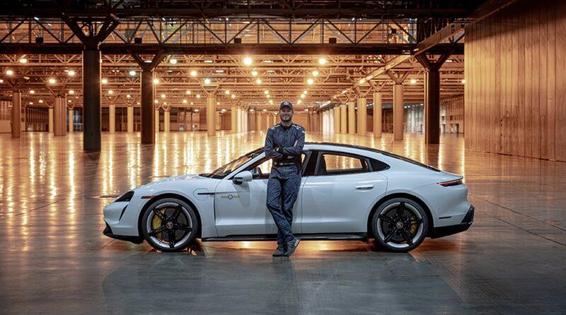 Porsche Taycan Turbo S, Saatte 165 Km Hıza Ulaştı ve Kapalı Alan Hız Rekorunu Kırdı!